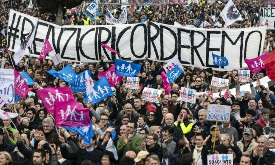 "Slogan against the prime minister of Italy Renzi that says "" Renzi we won't forget"""