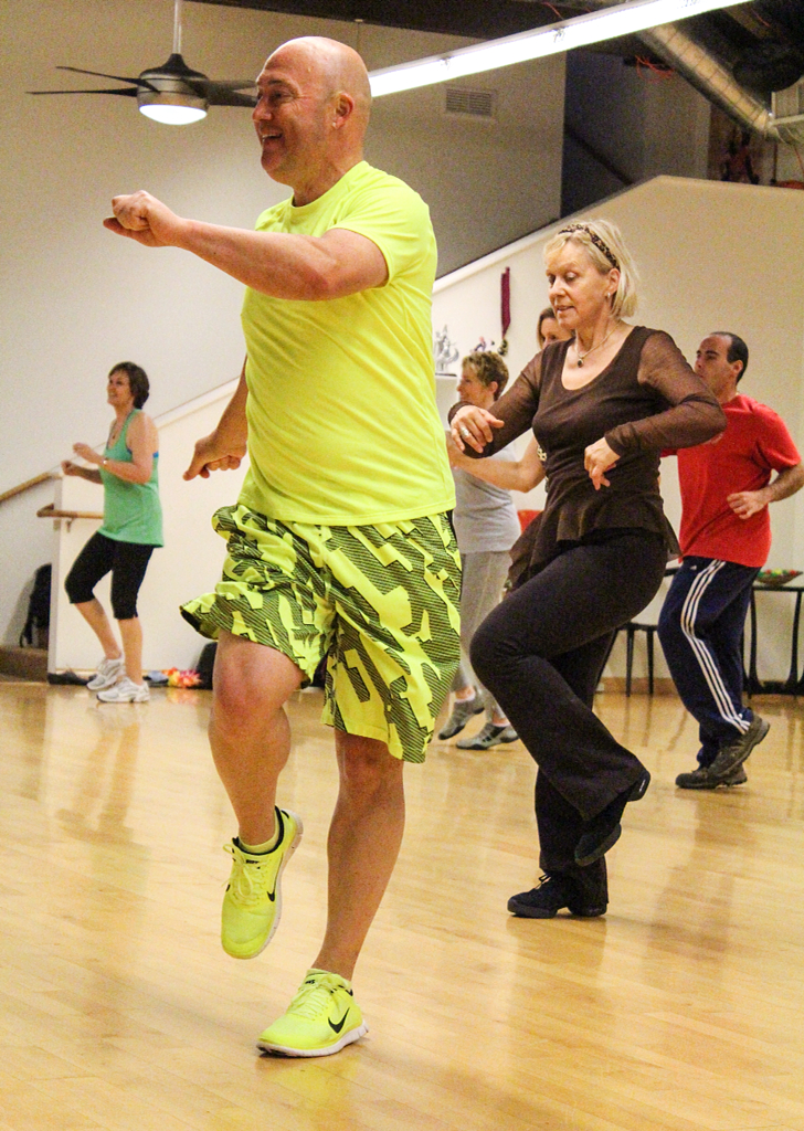 The dance class combines dance styles such as cha cha cha, disco, jive, paso doble, salsa, and samba to popular and funky music. Nigel has in 7 weeks lost 25 pounds by training LaBlast.