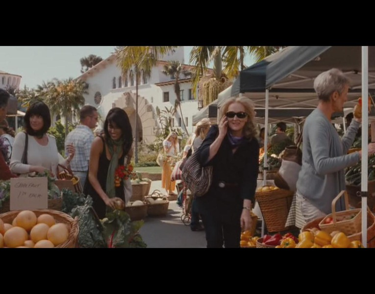 Scene in front of the Courthouse of Santa Barbara | It's Complicated | 2009 | Universal Pictures