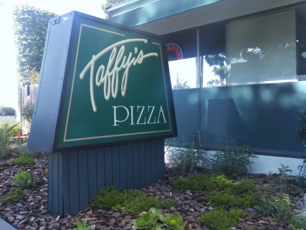 Taffy's Pizza sign